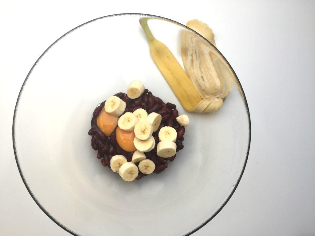 brownie z fasoli - etap 4 dodajemy banana