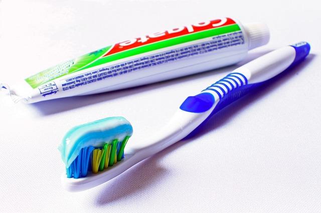 pasta do zębów domowe sposoby na trądzik
